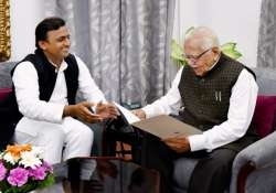 Akhilesh Yadav submits resignation to Governor Ram Naik- India Tv