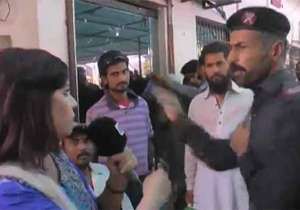 Pakistani security guard slaps lady reporter on live TV,- India Tv