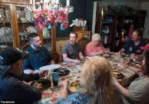 Mark Zuckerberg surprises an Ohio family on dinner- India Tv