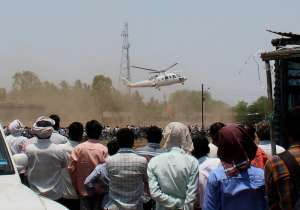 A crowd looks on as the helicopter with Mahrashtra CM on- India Tv