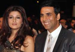 akshay dedicates special chabbis song to twinkle