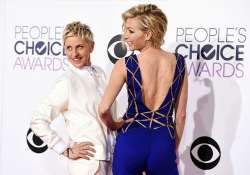people s choice awards 2015 ellen degeneres turns designer