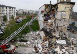eight killed in france building collapse