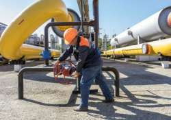 russia threatens to stop gas supplies to ukraine