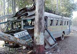 five dead 38 injured as bus dashes against tree catches