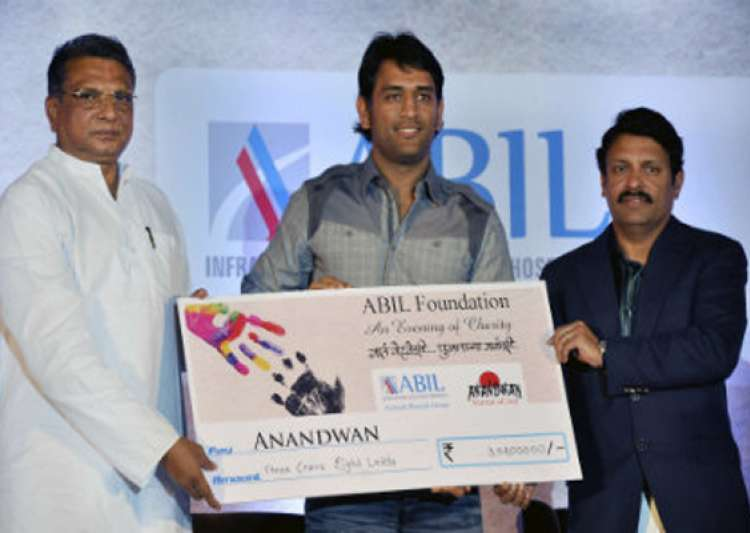 dhoni hands over rs 3 cr to baba amte s ngo- India Tv