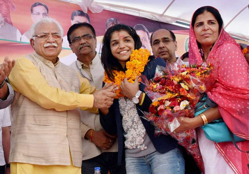 Sakshi then travelled to Bahadurgarh in Jhajjar district, where Haryana Chief Minister Manohar Lal Khattar along with his senior cabinet colleagues Capt Abhimanyu and O P Dhankar, among others, welcomed the star athlete.