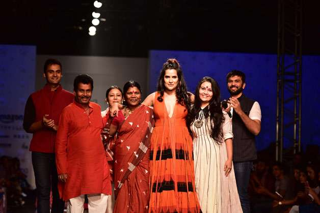 Singer Sona Mohapatra turned a showstopper for the label Virtues by Viral, Ashish and Vikrant.