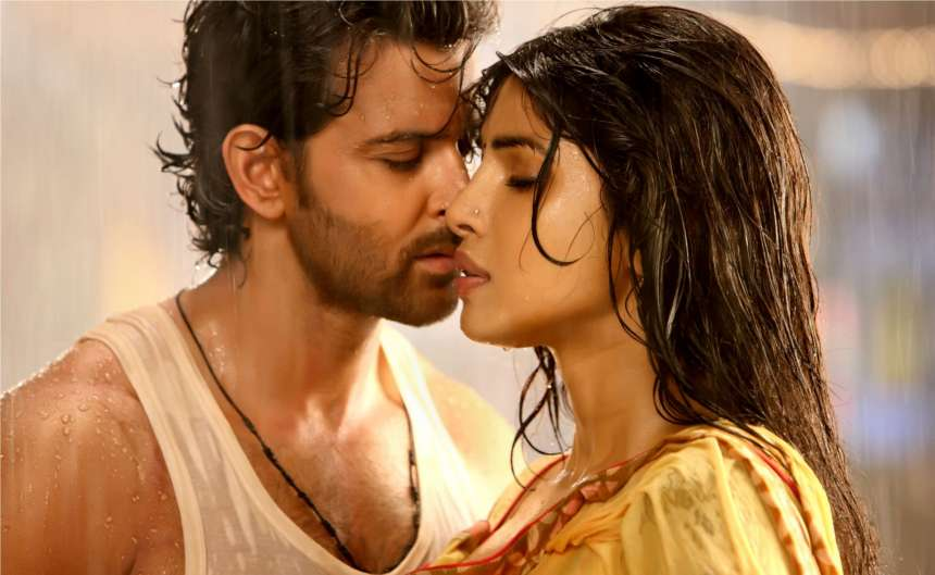 Hrithik Roshan and Priyanka Chopra: The talented actors appeared together on many hit films like 'Agneepath', 'Krrish', 'Krrish 3'. Their Jodi was referred as the success formula for directors.