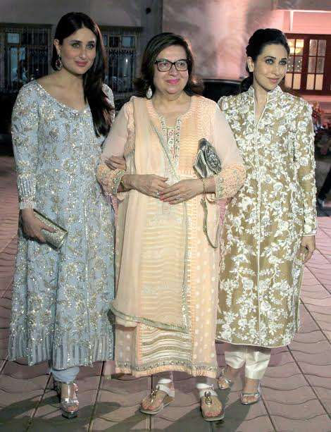 Kareena and Karisma posed with their mother Babita. The three beauties were all smiles on the day.