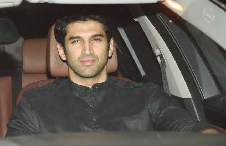 Handsome hunk Aditya Roy Kapur wore black. He stepped into the party alone and was not accompanied by his rumoured lover Katrina Kaif.