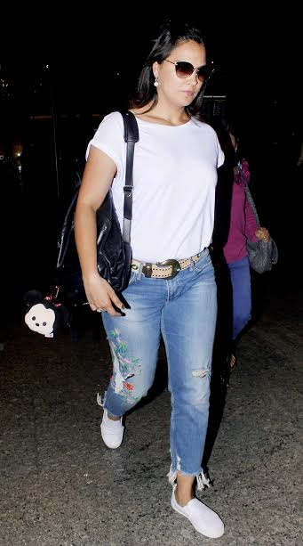 Actress Lara Dutt was seen sporting a casual look at the airport. She was accompanied by her daughter Saira Bhupathi. The lady will soon be working on her second home production.