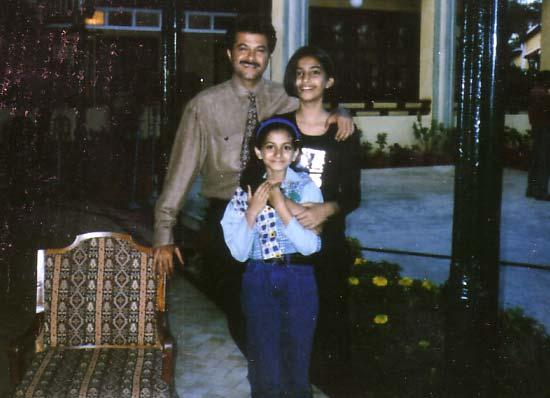 Sonam in her teenage days with Daddy Anil Kapoor and sister Rhea Kapoor