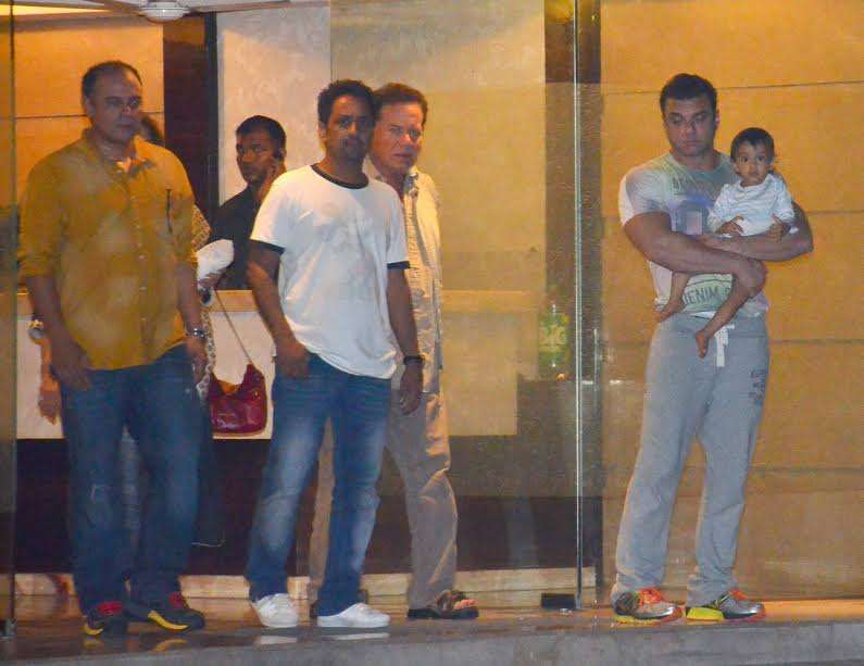 Salman's father Salim Khan and his little brother Sohail Khan can be spotted in the picture. Sohail can be seen holding Arpita's son Ahil.