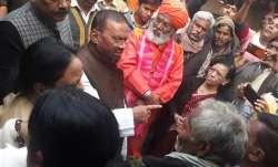 UP minister hands over ex-gratia compensation of Rs 25 lakh