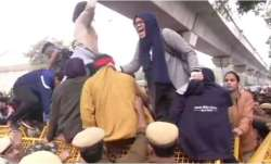 Jamia students clash with Delhi police after march opposing CAB stopped