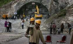 Labourer dies after falling from ceiling of Rohtang tunnel