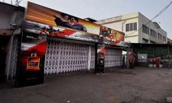 3 borders adjoining northeast Delhi sealed, liquor shops closed in Ghaziabad