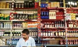 Miscreant loots wine shop in Hyderabad amid lockdown