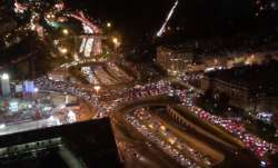 Stunning traffic jam in Paris when thousands of people try