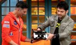 Kapil Sharma gifts Akshay Kumar money-counting machine