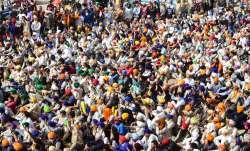 New Delhi: Farmers gathered at the Singhu border during