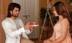 Vijay Deverakonda goes down on knees to propose Dear Comrade co-star Rashmika Mandanna in viral vide