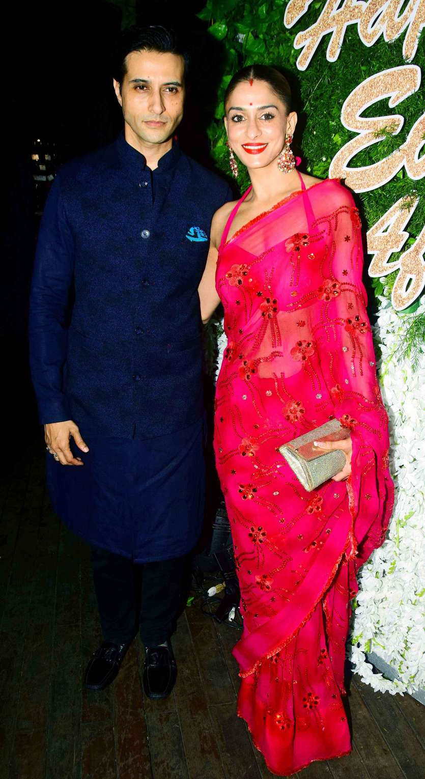 40a0702ea9f2c Another power couple Apurva Agnihotri with wife Shilpa Sakhlani were also  present to light up the